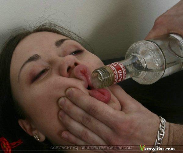 Русская пьяная студентка (15 фото) .
