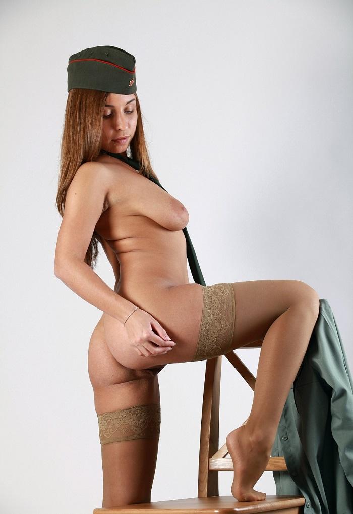 девушки военные фото голые