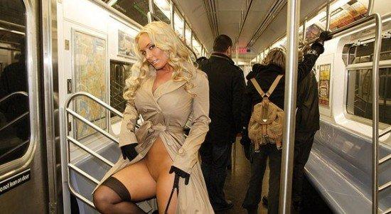 интим фото в трамспорте